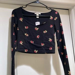 Cute floral long sleeve crop top